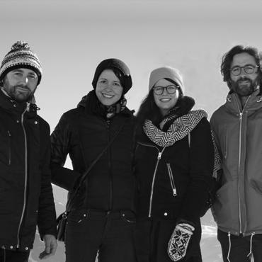 Kunst Podcast Künstlergespräch mit dem Atelier für Sonderaufgaben, Hannah Philomena Scheiber und Nina Gospodin