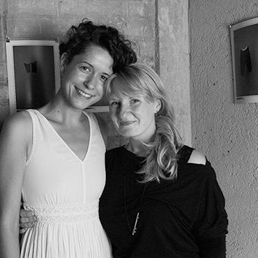 Künstlerinnengespräch mit Mary Gold im Rahmen von Salon Gospodin und ihrer Arbeit, die das Thema Heiraten behandelt